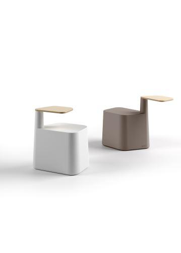Stolička s príručným stolíkom SAT